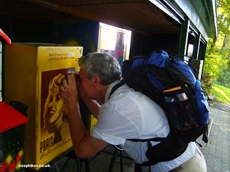 """Peep show machine at the end of the Siebengebirge hiking trail in Germany"""