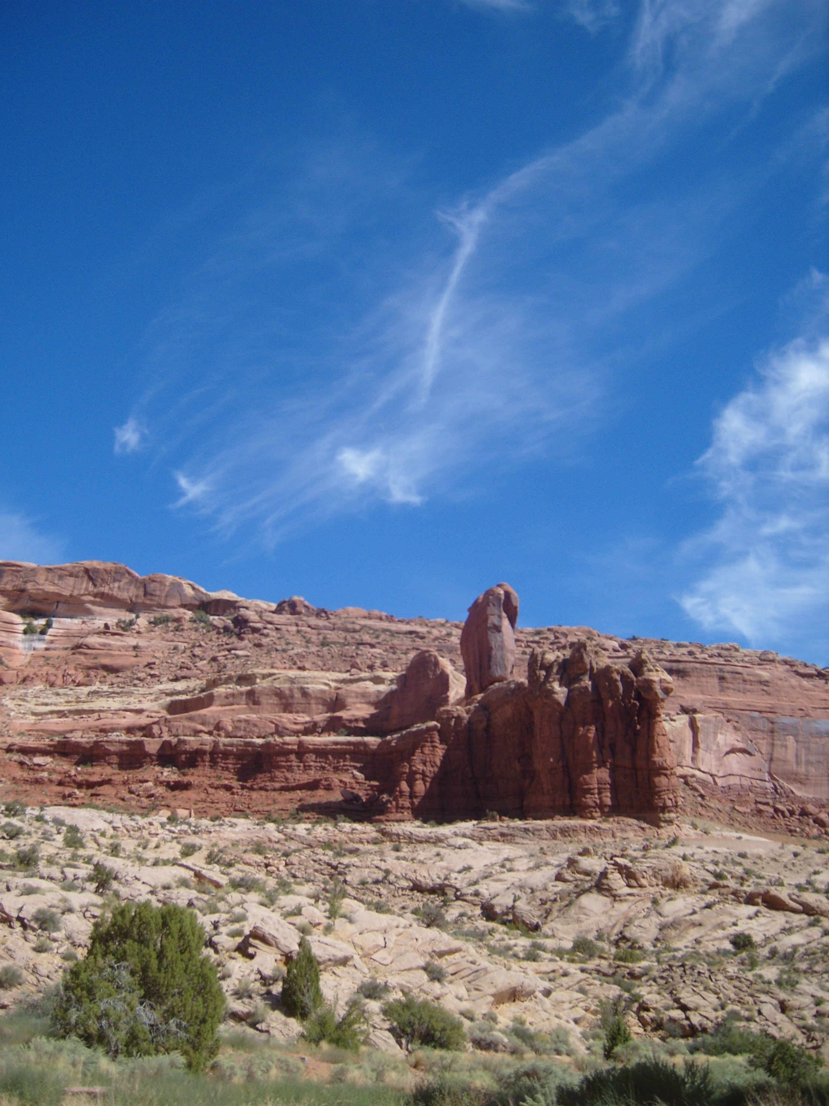 """Easy hiking The Arches in Utah"""