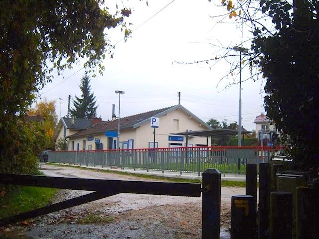 """Train station at Verriere hiking trail near Paris"""