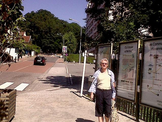 """""""Start of short day hiking near Paris in Etang"""""""