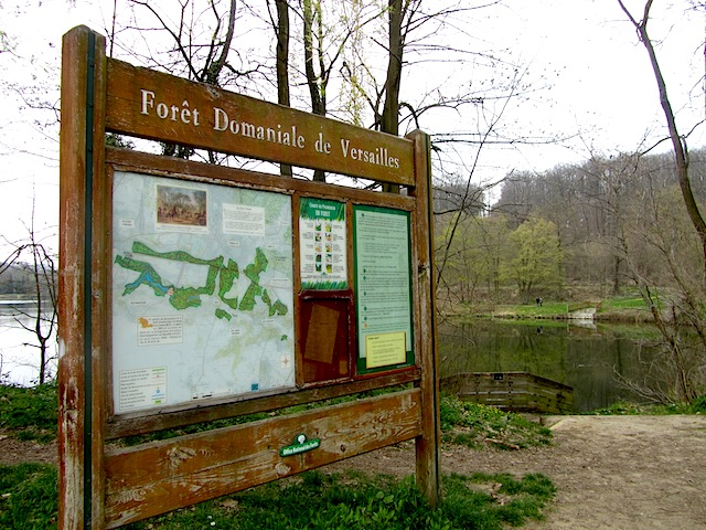 """Foret Domaniale de Versailles hiking trail near Paris"""