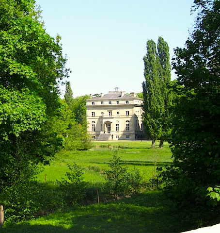 """A minor castle along the hiking trail in Viarmes near Paris"""