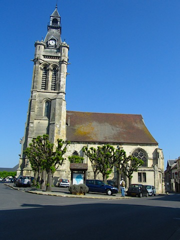 Church in the town of Viarmes on a hike near Paris