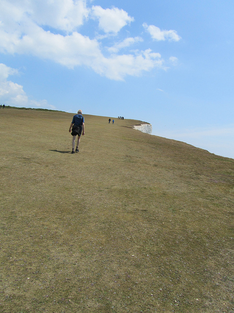"""Easy hiking by the seaside in South Downs Way Eastbourne"""