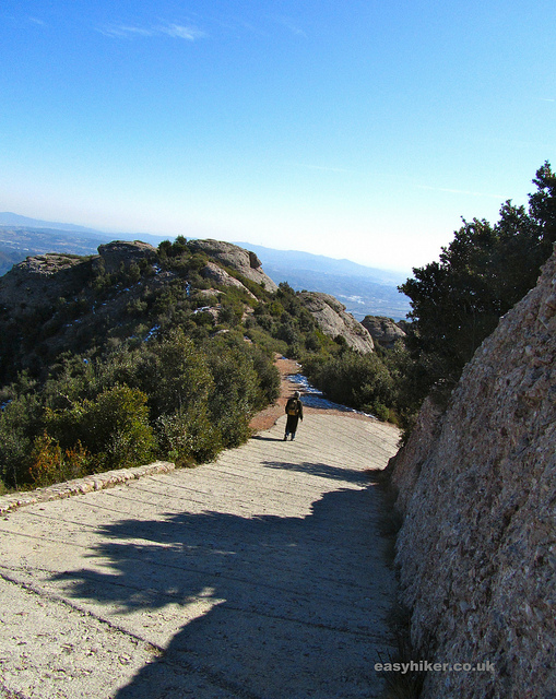 """The very easy hiking trail on the Montserrat rocks near Barcelona"""