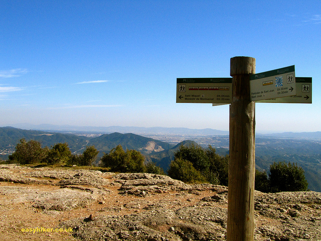 """Fingerpost showing the direction to the different trails on Montserrat rocks"""
