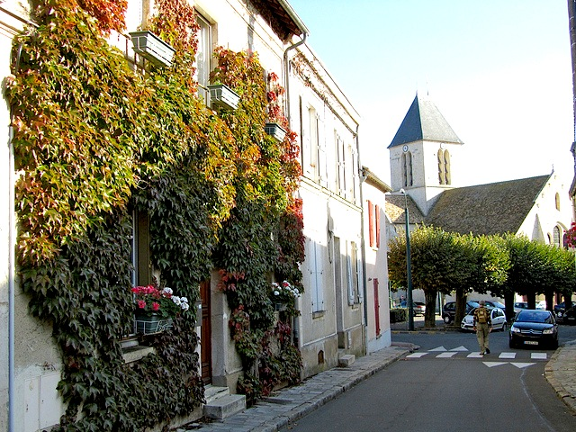 """Entering the town of Etrechy near Paris"""