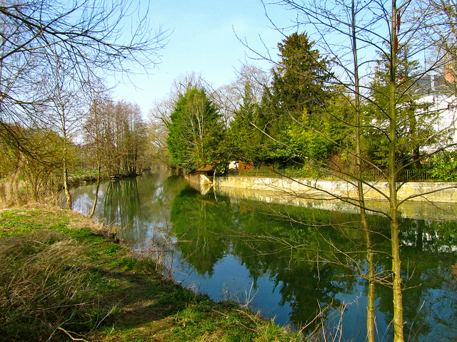 """The Grand Morin river in Crecy la Chapelle"""