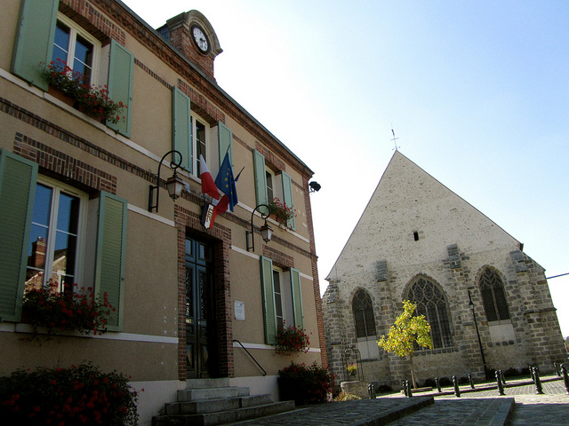"""A provincial town hall and a local church in Dourdan Roinville"""