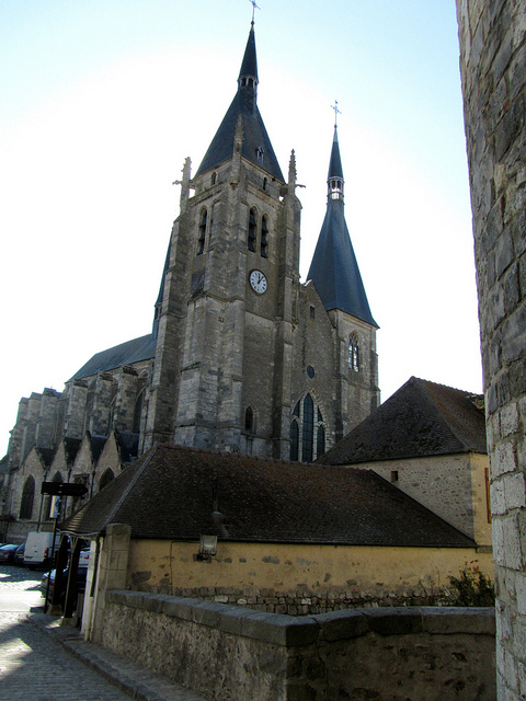"""The town church of Dourdan"""