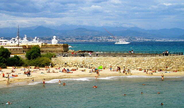 """Ibramovich's yacht seen from the beach of Antibes"""