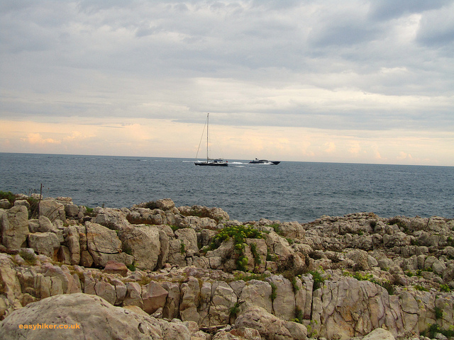 """Craggly Tirepoil trail in the Cap d'Antibes"""