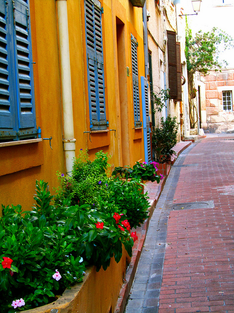 """The quiet alleys of Antibes"""