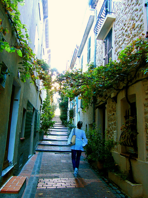 An alleyway in Antibes