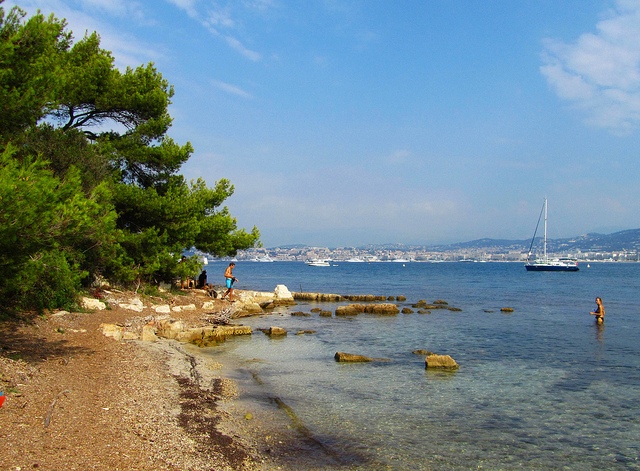 """Undercrowded beaches along the trail of Ile de Lerins in Cannes"""