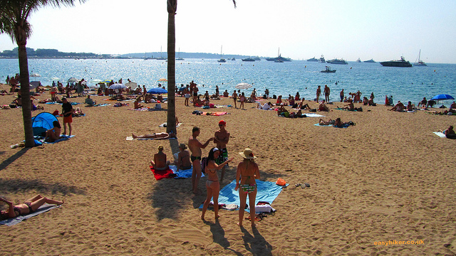"""Oh yes we cannes - The open beach away from the Croisette"""