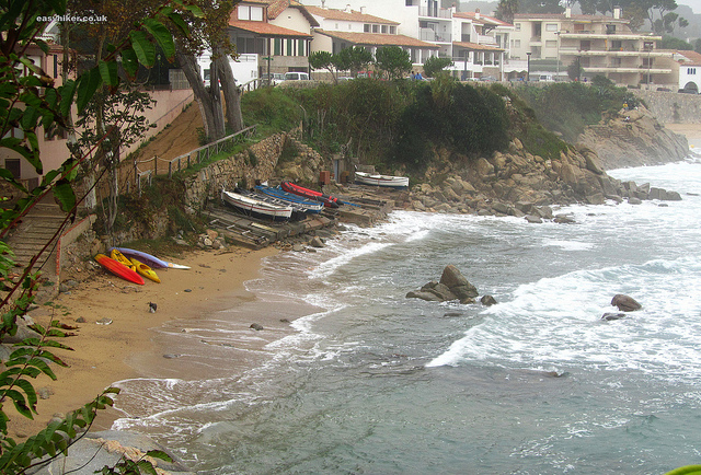 """Part of the La Fosca beach seen from a Cami de Ronda trail"""