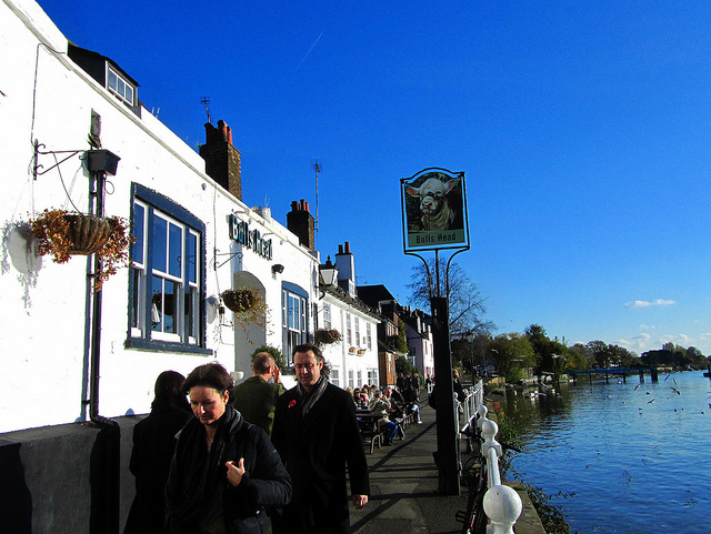 """Bulls Head pub you can visit on your walking along the Thames, west side"""