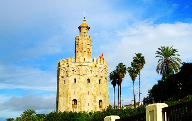 """Torre del Oro along the Guadalquivir seen when walking Seville"""