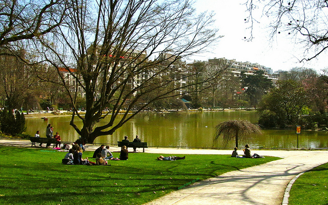 """Lake in Parc Montsouris for your walking in Paris"""