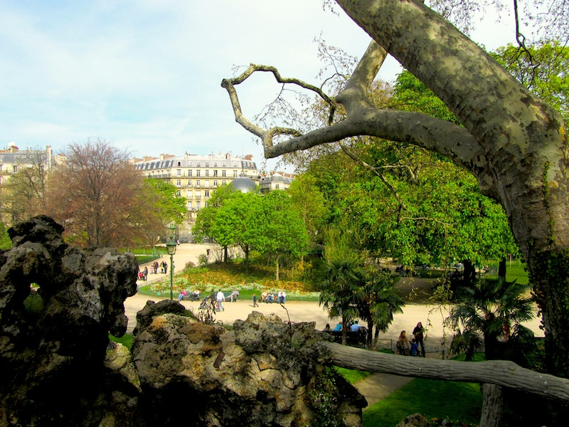 """Parc Monceau in Paris to do your walking in Parisian parks"""