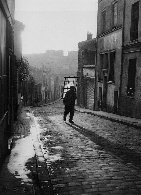 """Willy Ronis picture in the Belleville of Edith Piaf then"""