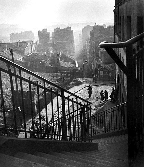 """Another angle of a Willy Ronis picture of rue vilin in the Belleville of Edith Piaf then"""