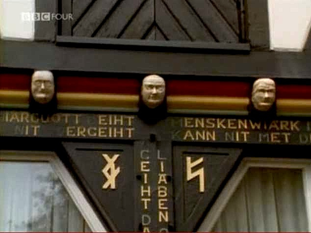 """Head masks as decoration on the Ottenshof facade"""