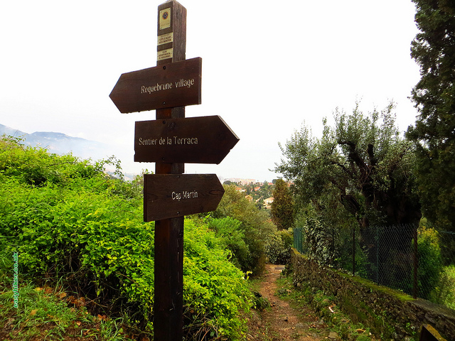 """Finger trail markers of the Le Corbusier trail in Roquebrune"""