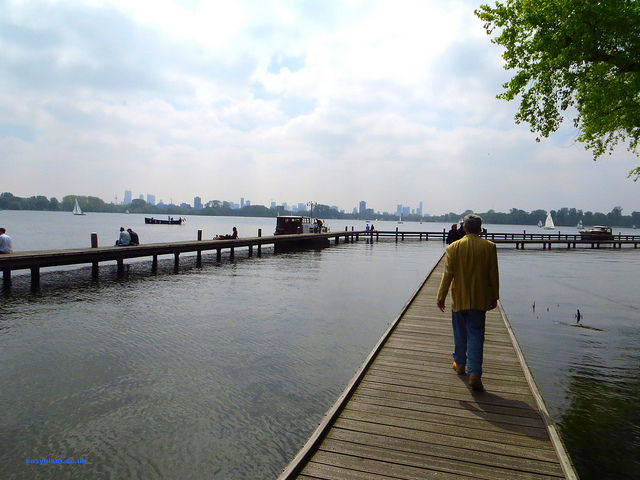 """A walk in Rotterdam over the lake in Kralingse Bos"""