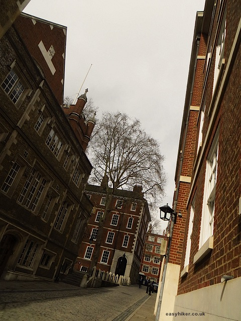 """Temple Lane along the London crime trail"""