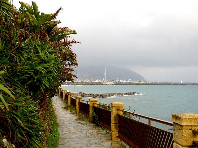 """Start of the seaside walk from Porto Maurizio to Ognelia in Imperia"""