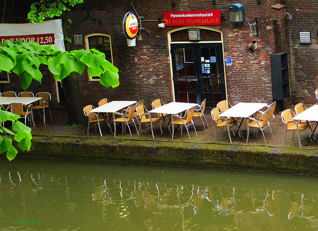 Eating in Utrecht - Pannenkoekenrestaurant 'De Oude Muntkelder' along the canal""