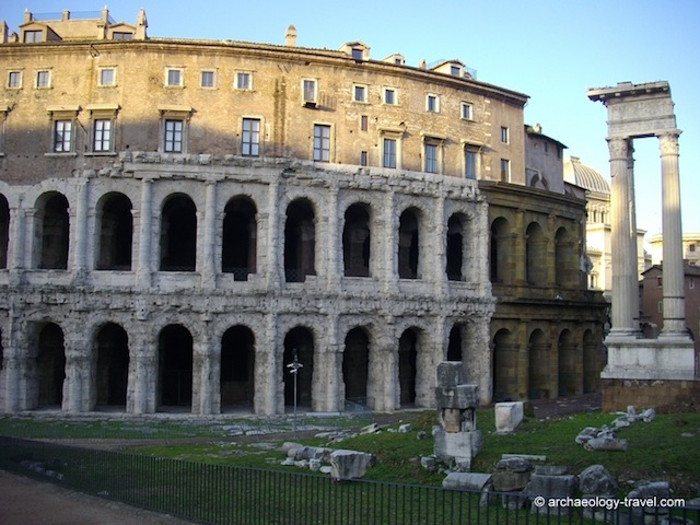 """Visit an old Roman Theater with two hours in Rome"""