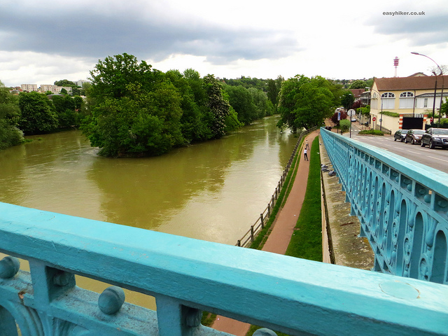 """Walks in Paris along the Marne"""
