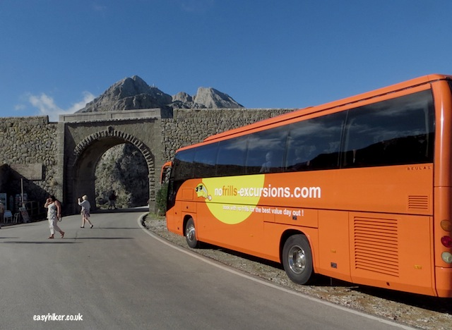 """No Frills Excursions bus in Mallorca Port de l'Alcudia"""