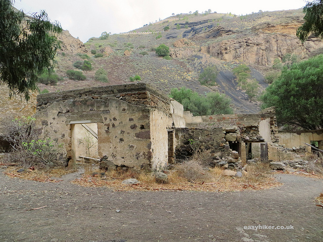 """ruins to find in the Caldera de Bandama hike in Gran Canaria"""