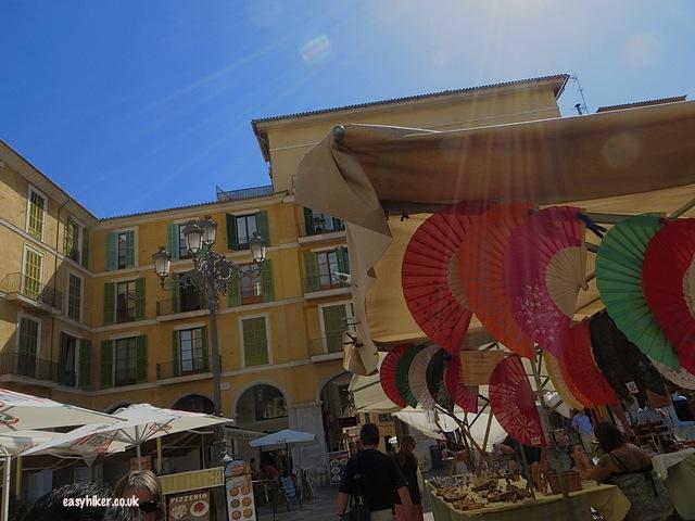 """Not to miss when sightseeing in Palma de Mallorca - Plaza Mayor"""