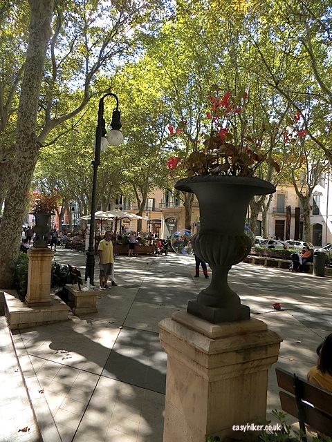 """When sightseeing in Palma de Mallorca, don't miss Plaza de Born"""
