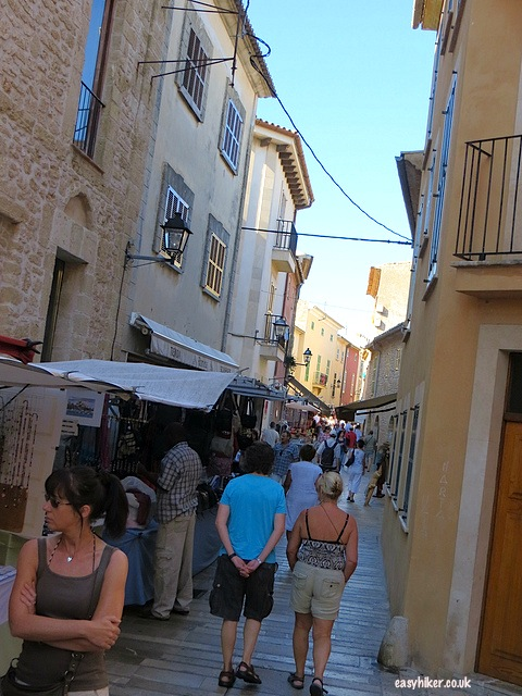 """visitors to the market day in Alcudia"""