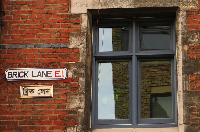 """Brick Lane street sign and its Bangladeshi translation"""
