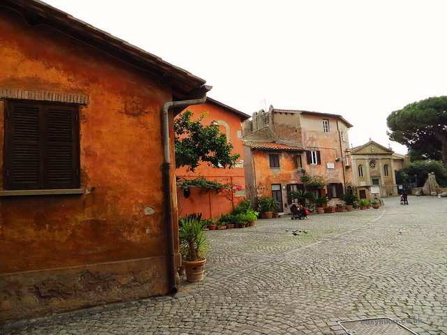 """visit of old town in walk from Ostia Antica to Lido di Ostia"""