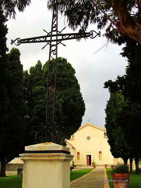 """The chapel at the end of the Chemin des Rosaires in Menton - French Riviera winter walks"""