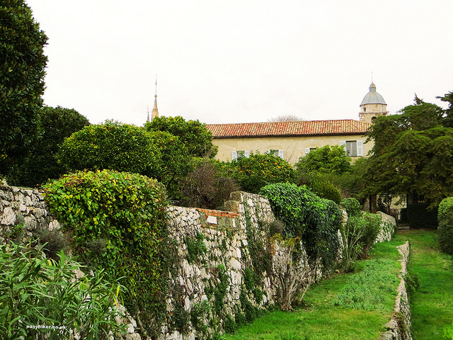 """French Riviera Winter Walk in Nice - Franciscan monastery and its ancient walls"""
