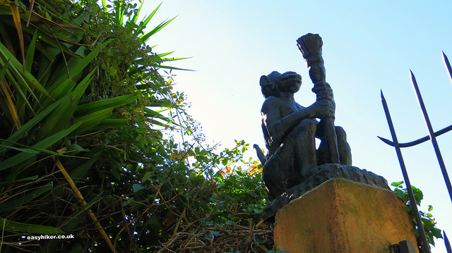 """monkey statue on a gate pillar in the Petit Afrique in the Riviera"""