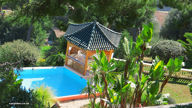 """private garden with swimming pool in the Petit Afrique in the Riviera"""