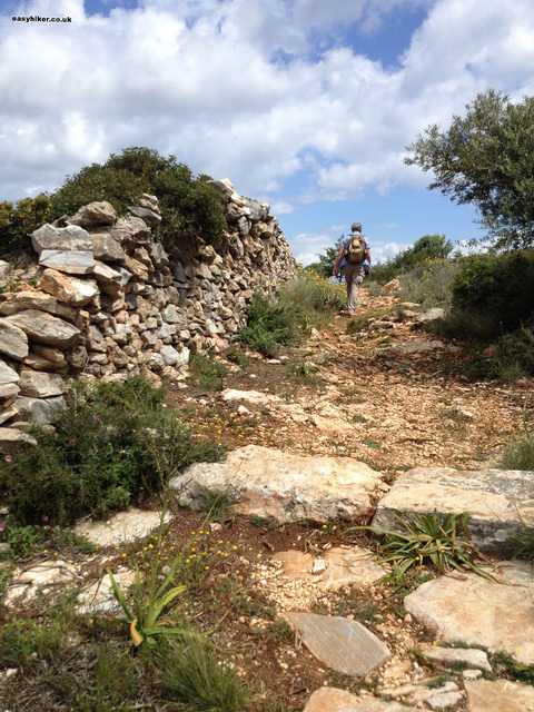 """Easy Hiker along the Byzantine trail of Paris in Greece"""