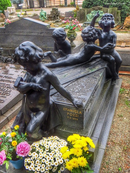 """Putti on a grave in Cimitero Monumentale in Milan"""