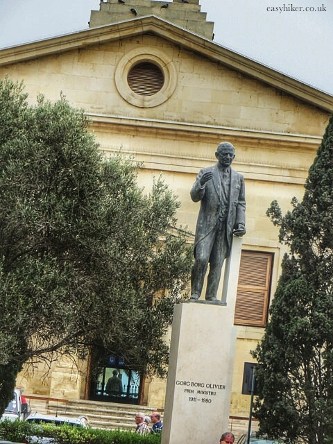 """statue of a Maltese politician"""