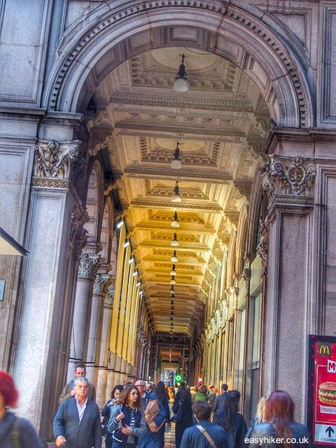 """what to visit with two hours in Milan"""